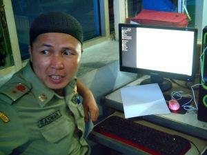 Antusiasnya Pegawai Satpol PP di Inspektorat Pemprov Sumbar saat menggunakan MiGOS